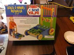 chomp clack alligator push toy